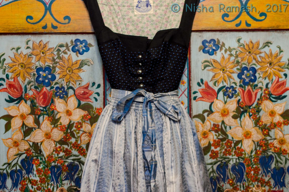 ed176969e7e48 Shop Vintage & Second-Hand to find Oktoberfest Dirndl